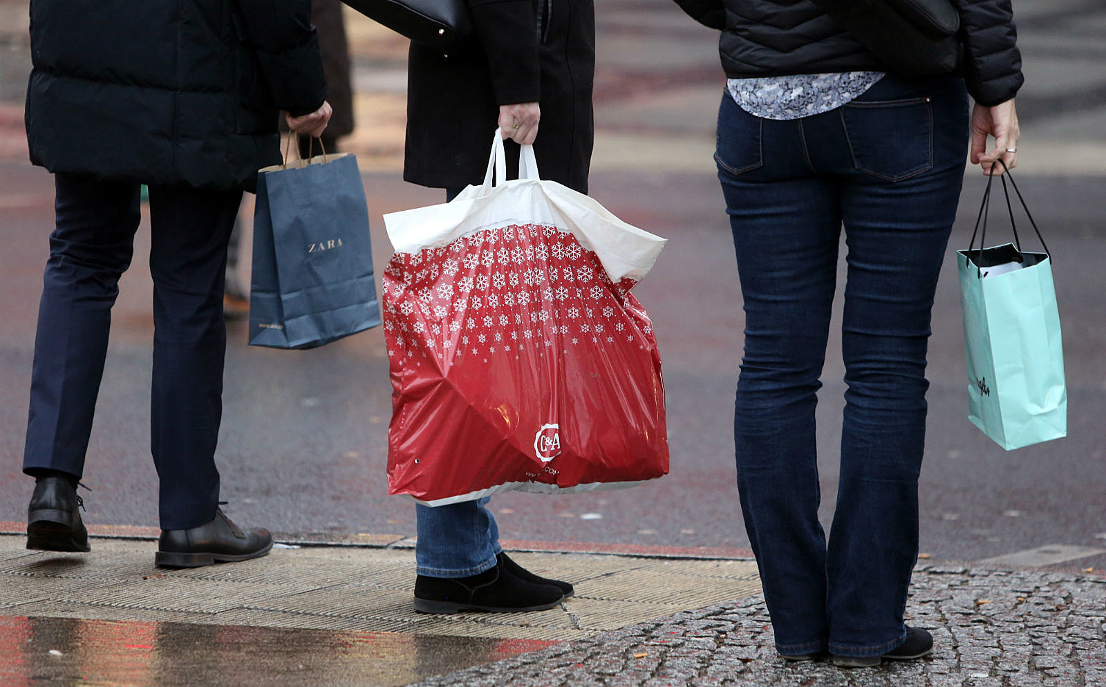Shoppers_ Adam Berry/Getty